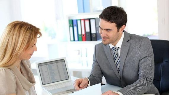 A consultant speaking to a customer